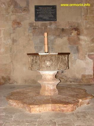 Pila bautismal, donada por el Papa Luna