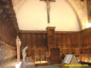 Antiguo coro de madera de nogal