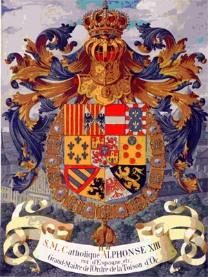 Escudo del rey Alfonso XIII, de España, con la corona real por cimera encima del casco.