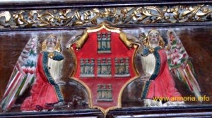 Escudo del obispo Fernández de Heredia, en un friso del interior de la catedral de Tortoda